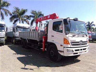 Xe tải Hino FL8JTSA gắn cẩu tự hành Unic 4 tấn UR-V540